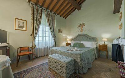 Leopoldo Suites House